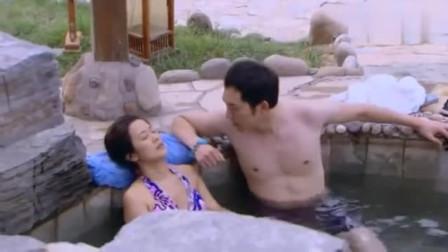 男子和美少妇在泡温泉,不料女模一看是自己老公,男子话都说不出了