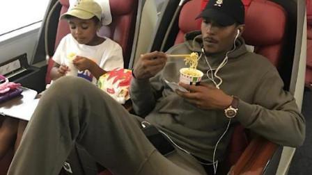 NBA球星来中国完全抵抗不了各类美食,最受欢迎的却是泡面