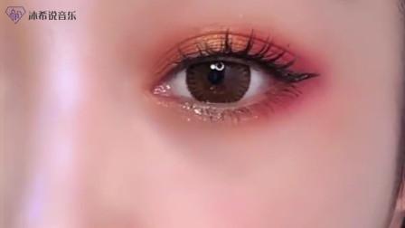 你第一次涂眼影是不是也是这样的,效果太美艳了!