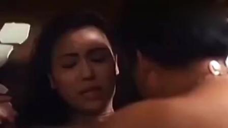 林正英经典僵尸鬼片,为对付泰国雌雄双鬼,让女儿和警察睡觉,奇怪