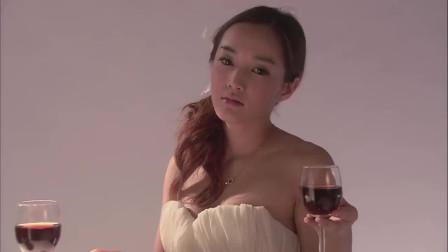 温柔的谎言:杨桃真是妩媚动人,一颦一笑直射人心