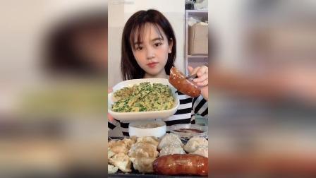 今天吃的烤肠煎饺生煎包韭菜煎鸡蛋还有红豆双皮奶