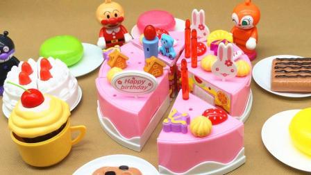 红豆面包超人切水果做蛋糕 一起开生日派对喽!