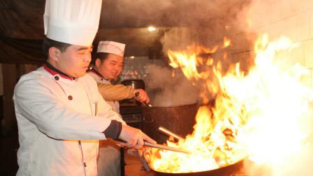 厨师抛翻菜是为了什么呢,到底有什么好处?今天算长见识了