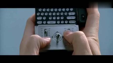 好莱坞的一部神偷电影, 这偷东西的画面太张扬了, 简直就是明抢