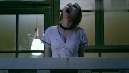 女友不停的吼叫,男友却不知道,她已经变成了丧尸