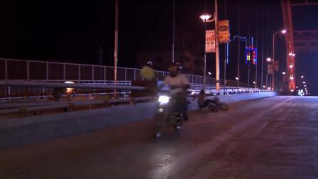 """美女路上一人骑单车,不料遇上""""飞车党""""抢劫,30万就没了!"""