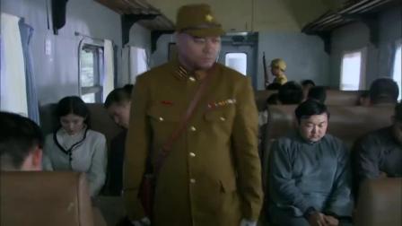 八路军假扮日本贵族,日本军官见了都得点头哈腰,这演技真牛!