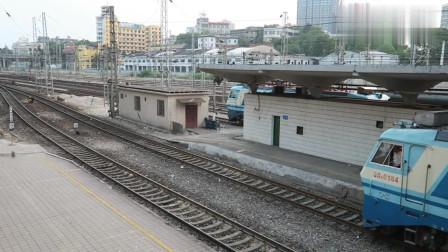 蓝宝宝韶山电机SS8+25K,牵引绿皮火车T8310(广州-岳阳)出站