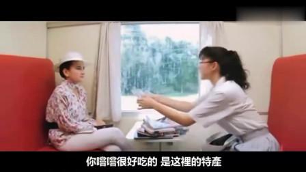 两个美女在泰国列车上大打出手,功夫不错,格斗真精彩!