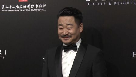上影节:王景春帅气现身人气高 赵涛李梦优雅十足