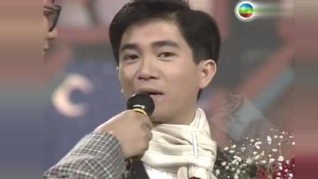 当年陈百强再度斩获大奖,已经30岁的他,外貌看起来却只有十几岁