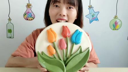 """妹子吃创意""""郁金香巧克力"""",彩花绿叶鲜艳美丽,果味香浓好味道"""