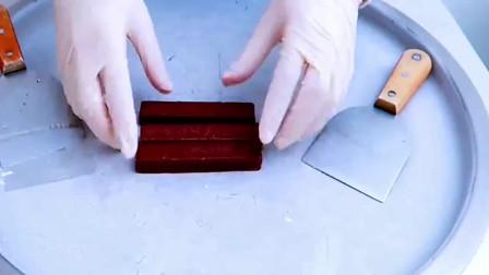 几十块钱一盒的巧克力饼干,把它做成炒酸奶,这得卖多少钱一份