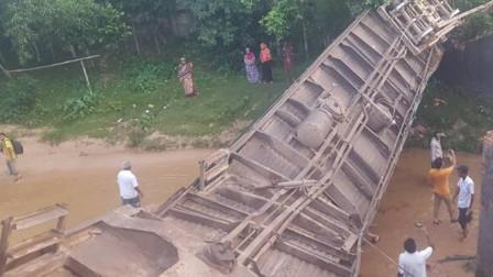 孟加拉国一辆火车脱轨 至少5死超100人受伤