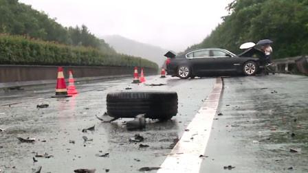 """福建南平一小车雨天超速 高速上""""漂移""""转圈圈"""