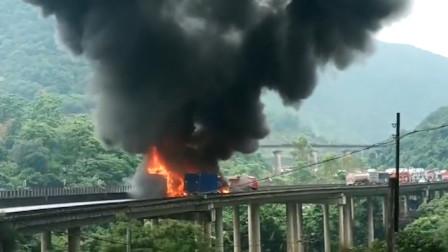 广东汕梅高速6车追尾后起火 烈焰冲天致1人身亡