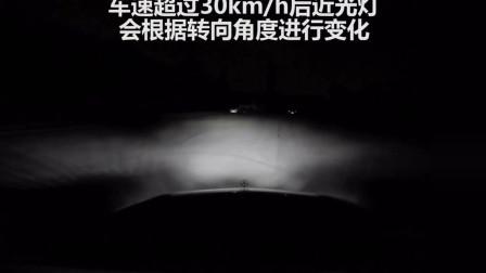 奔驰E级车的几何LED大灯,这照射效果实在是棒极了!