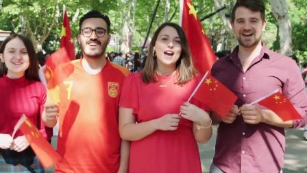 新闻夜线 2019 上海长宁:《我和我的祖国》快闪活动在中山公园举行