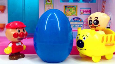 月采面包超人玩具 双面旋转购物广场面包超人获得彩色惊喜蛋
