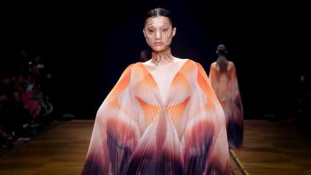Iris van Herpen转变的灵魂时装秀