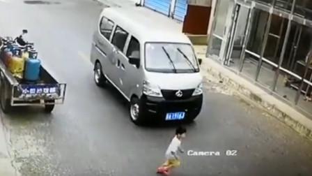 男孩横冲马路被撞 家长被判定与肇事司机同责