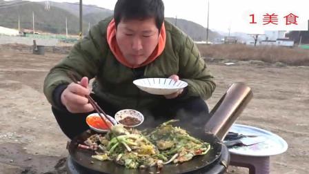 1美食, 韩国农村小哥:妈妈用葱等食材在户外煎鱿鱼给他吃