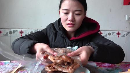 旅行途中认识的朋友给我们寄东的衢州三宝之一的鸭头,看看怎么样