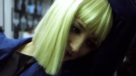 女演员入戏太深,加上导演的特殊教育,终于释放了性格的阴暗面