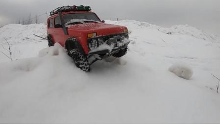 在雪地里试玩RC遥控越野车,这车我能玩一个月都不会腻