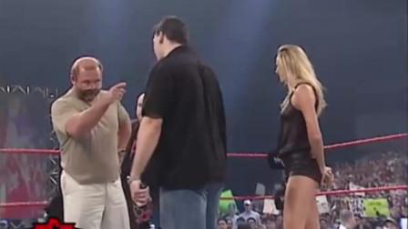 WWE:第一长腿美女惊艳亮相!可惜最后出现猥琐男太煞风景!