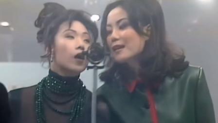 那些不好好唱歌的歌手,王菲林忆莲转着圈唱,网友:真会玩!