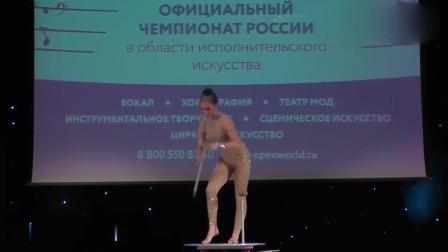 国外美女表演柔术,这身体简直超乎想象!有眼福了!