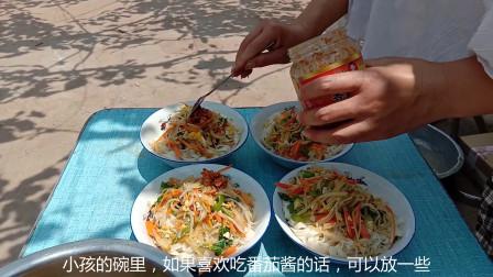 农村姑娘自制夏天解暑美食,颜值和营养的完美搭配,让人非常的有食欲