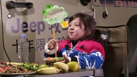 陈小春照顾小泡芙,突然要小泡芙叫爸爸,把小泡芙整蒙了