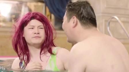 男子为躲避歹徒追捕,男扮女装潜入了游泳馆!