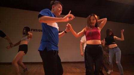 双人舞巴恰塔,好听的音乐优美的舞姿是年轻人热衷的原因吧