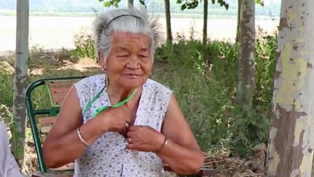 年轻人的时尚,老年人为什么看不惯?农村77岁老人说出自己的看法