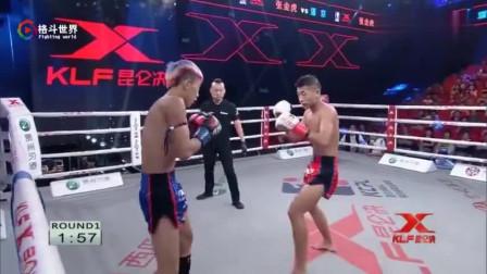 19岁少年突然转身一个后蹬腿直接KO对手,激动的他后空翻庆祝胜利