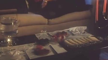 僵尸医生 僵尸还要吃饭吗 看到吃的也能这么高兴。