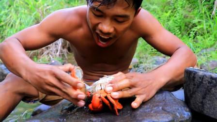 饿了,农村小伙去河里找野,捉到的大螃蟹烤熟了就开吃,太美味了