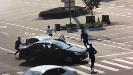 """毒贩抓捕现场堪比""""警匪片"""":驾车冲撞民警 跨高速逃亡2公里"""