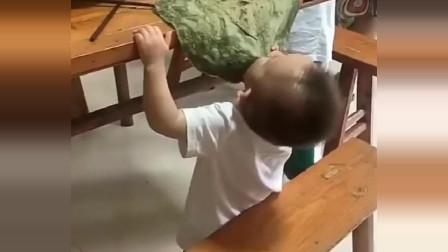 这孩子是饿了几天呀?