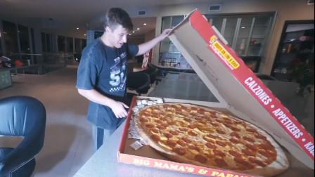 """男子大胃王挑战在""""一个小时""""内吃完,一整个巨无霸披萨!"""