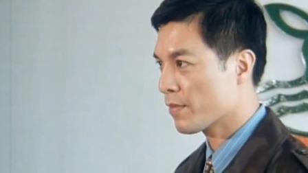 胡志强意外得知,袁收受钟元魁的贿赂,并把此事告诉雪莉