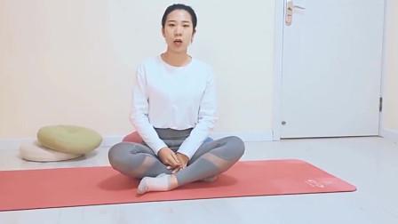 改善自己的消化系统,同时需要注意膝盖的方向,拉伸自己的双腿