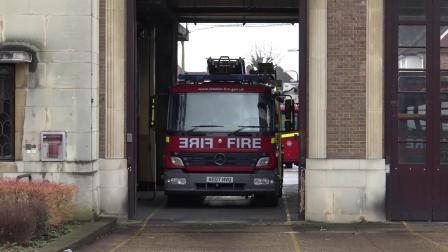 伦敦消防车快速反应