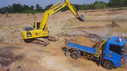 【转到哔站】小松 PC200挖掘机工作
