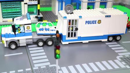 消防车火车挖掘机拖拉机和警车玩具儿童车