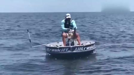 男子钓鱼,海竿被拉断,依然不放弃,最终收获百斤大鱼